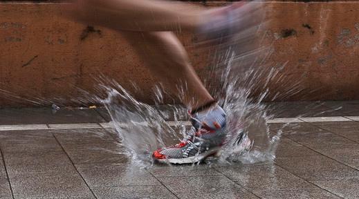 Correre sotto la pioggia cirunner for Sotto la pioggia ombrelli